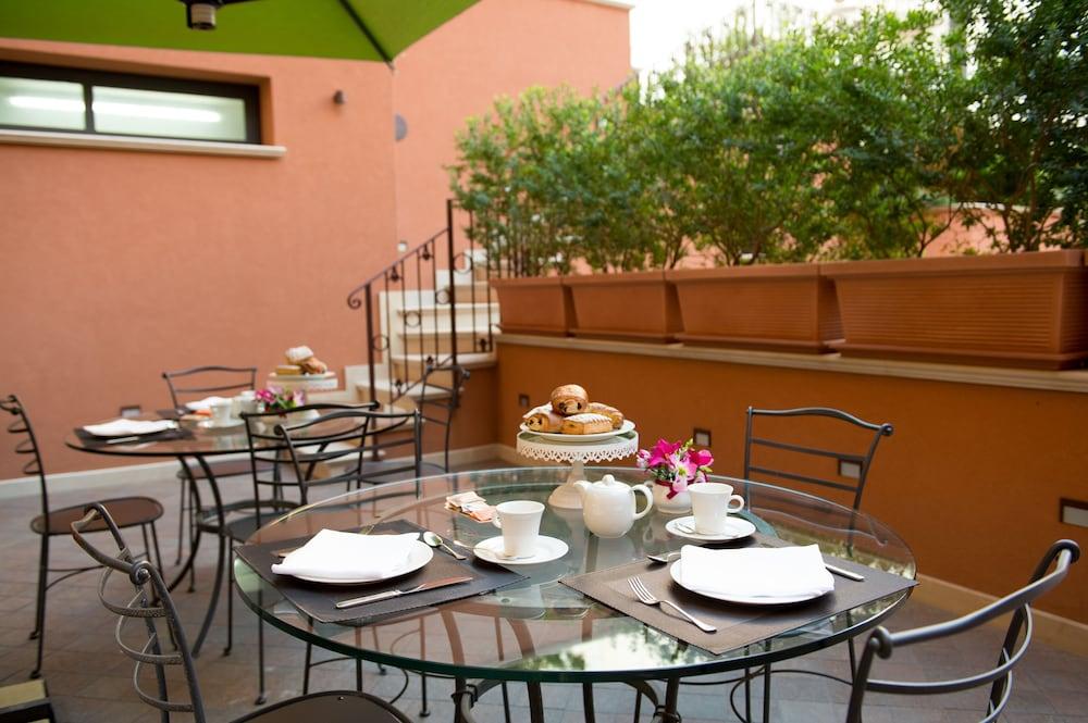아르테미스 호텔(Artemis Hotel) Hotel Image 49 - Outdoor Dining