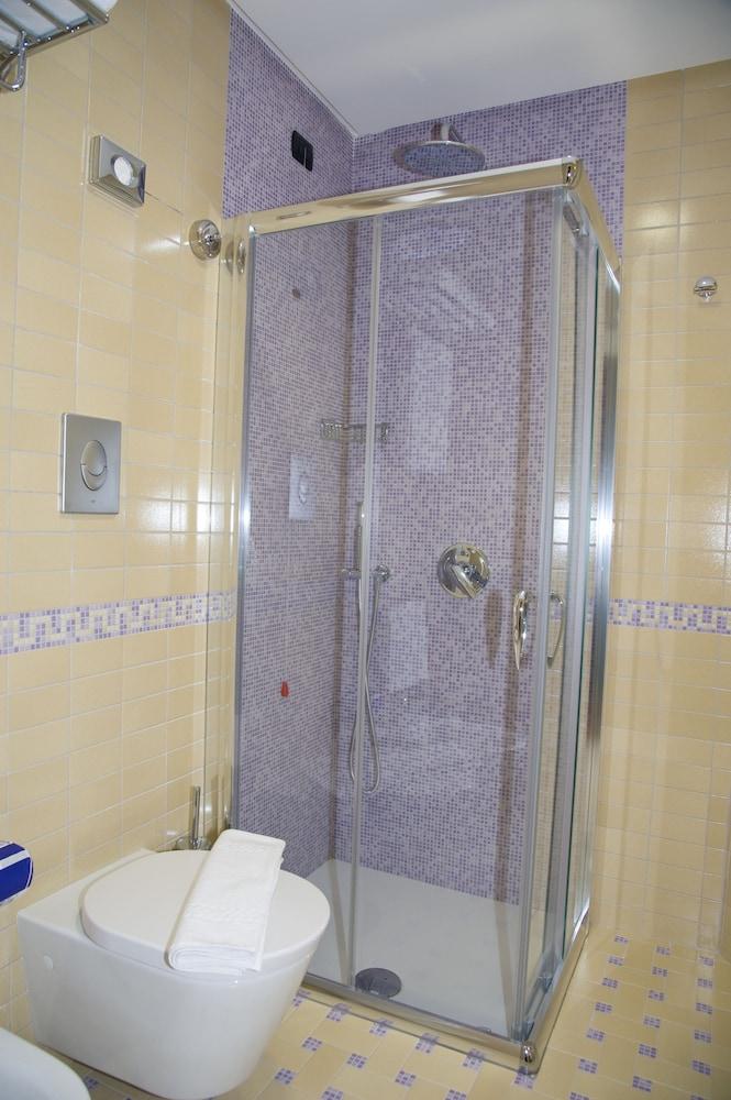 아르테미스 호텔(Artemis Hotel) Hotel Image 26 - Bathroom