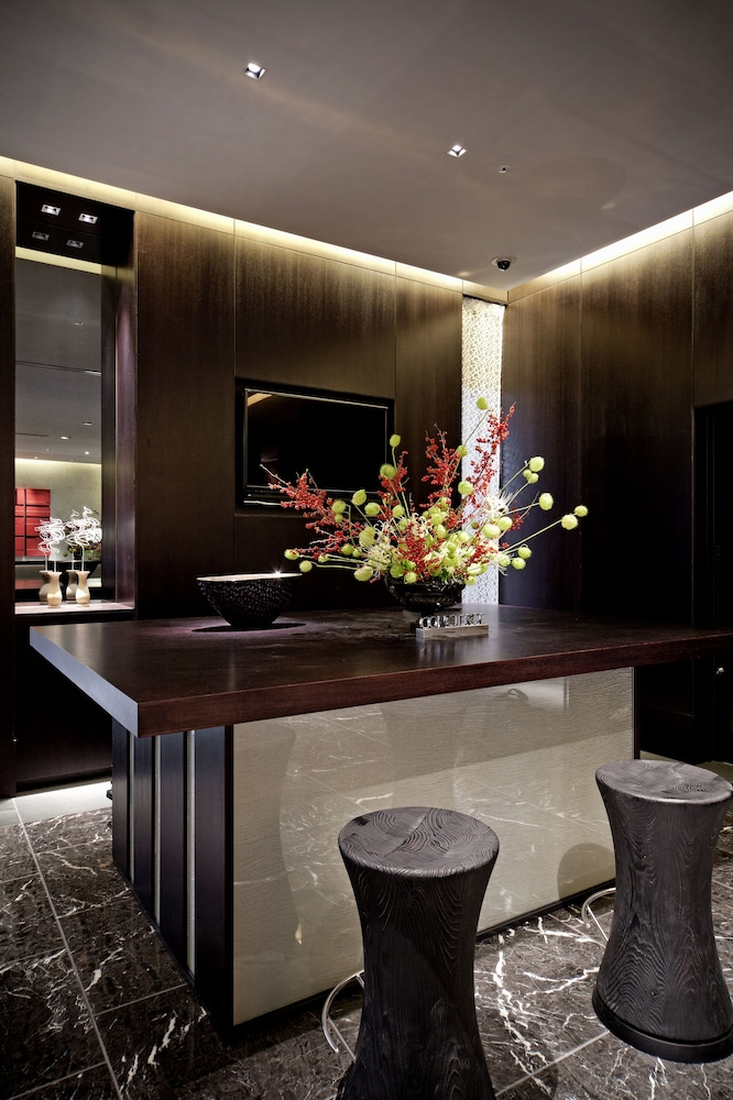 더 로얄 파크 호텔 교토 산조(The Royal Park Hotel Kyoto Sanjo) Hotel Image 8 - Concierge Desk