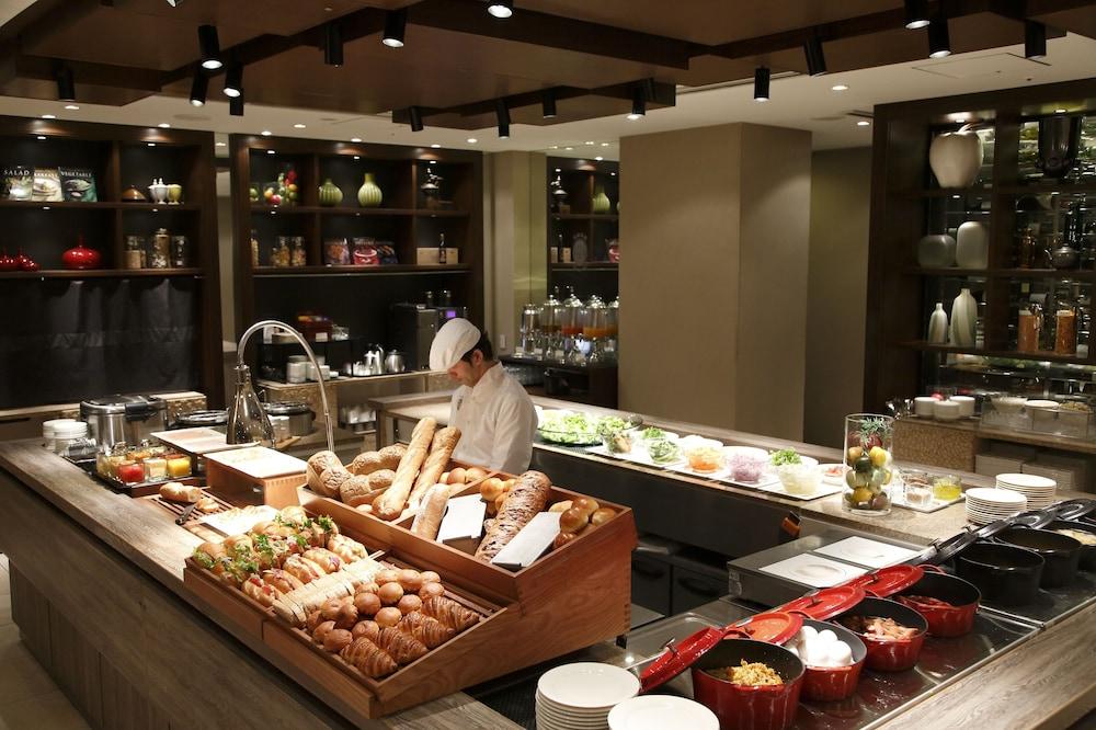 더 로얄 파크 호텔 교토 산조(The Royal Park Hotel Kyoto Sanjo) Hotel Image 43 - Buffet