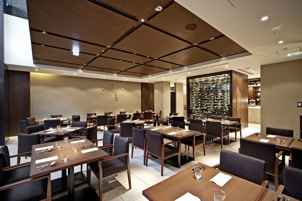 더 로얄 파크 호텔 교토 산조(The Royal Park Hotel Kyoto Sanjo) Hotel Image 38 - Restaurant
