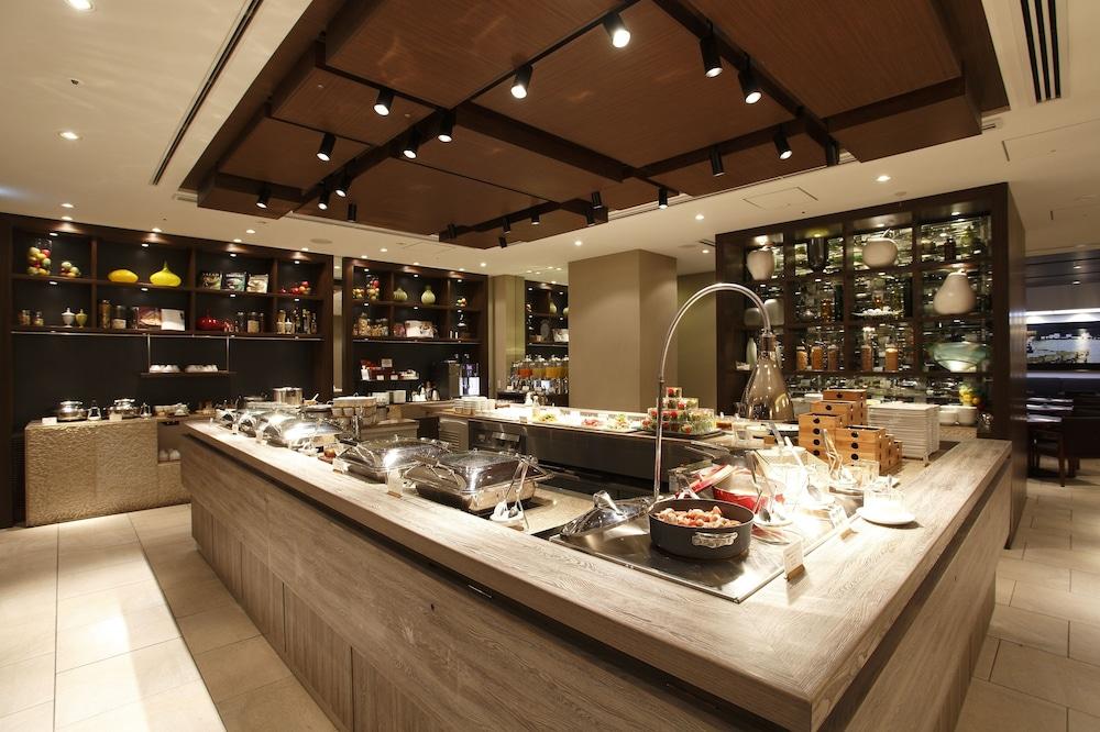 더 로얄 파크 호텔 교토 산조(The Royal Park Hotel Kyoto Sanjo) Hotel Image 44 - Buffet