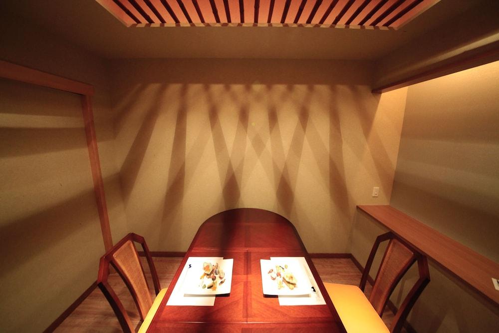 료테이 하나유라 료칸(Ryotei Hanayura Ryokan) Hotel Image 22 - Restaurant