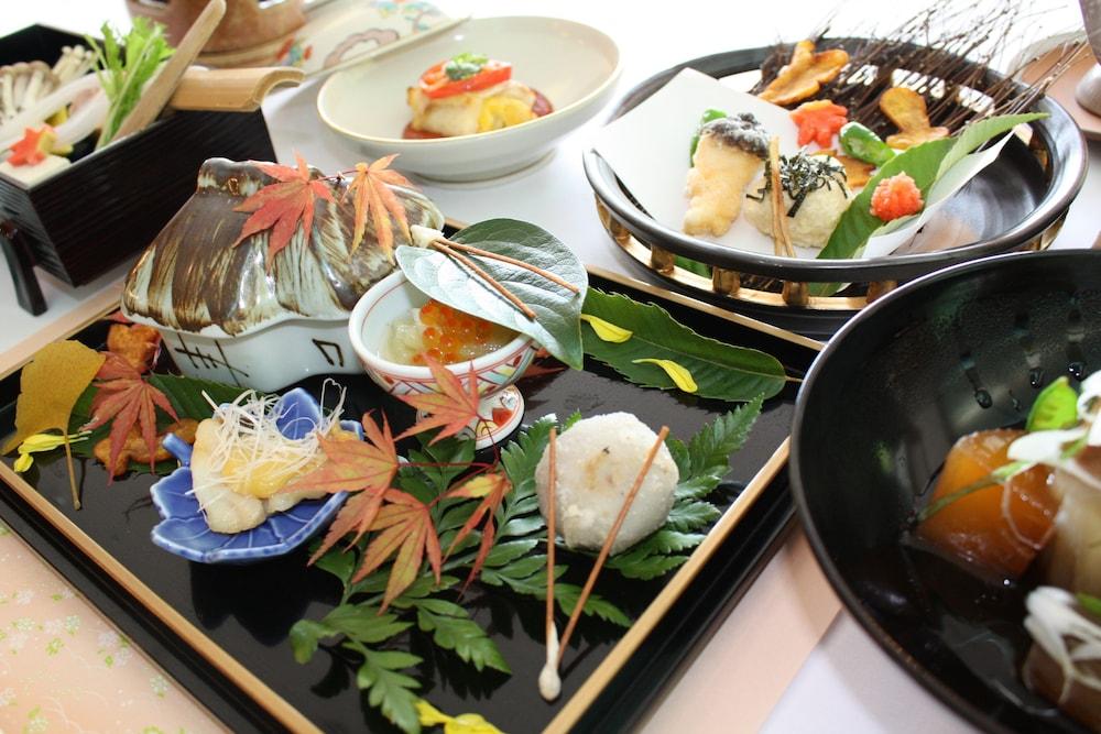 료테이 하나유라 료칸(Ryotei Hanayura Ryokan) Hotel Image 27 - Food and Drink