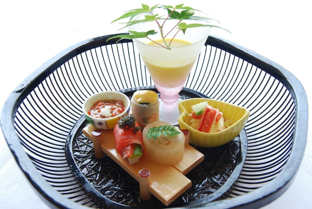 료테이 하나유라 료칸(Ryotei Hanayura Ryokan) Hotel Image 28 - Food and Drink