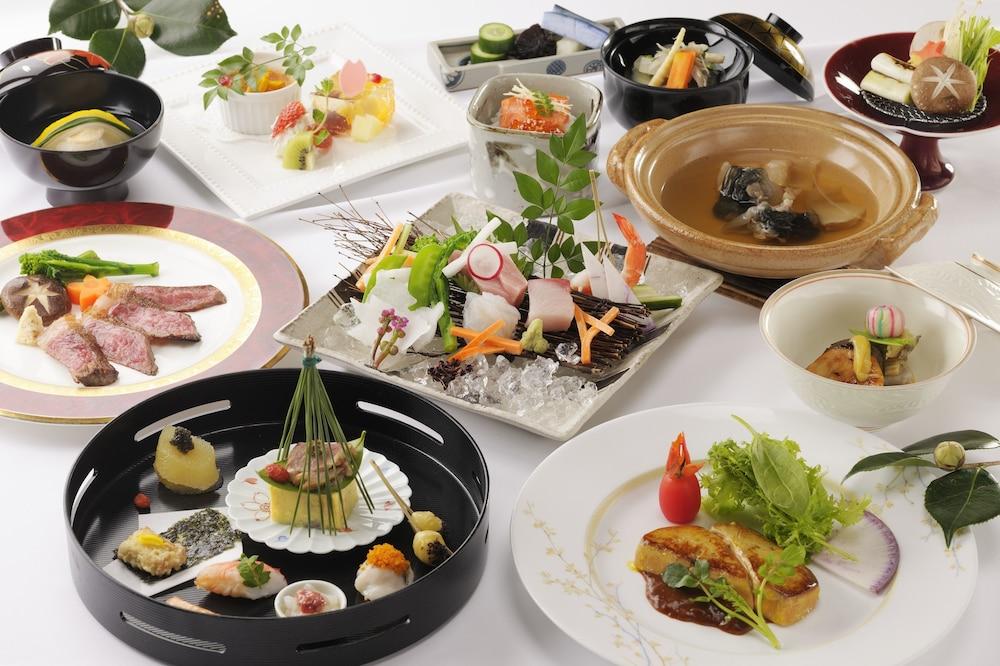 료테이 하나유라 료칸(Ryotei Hanayura Ryokan) Hotel Image 26 - Food and Drink