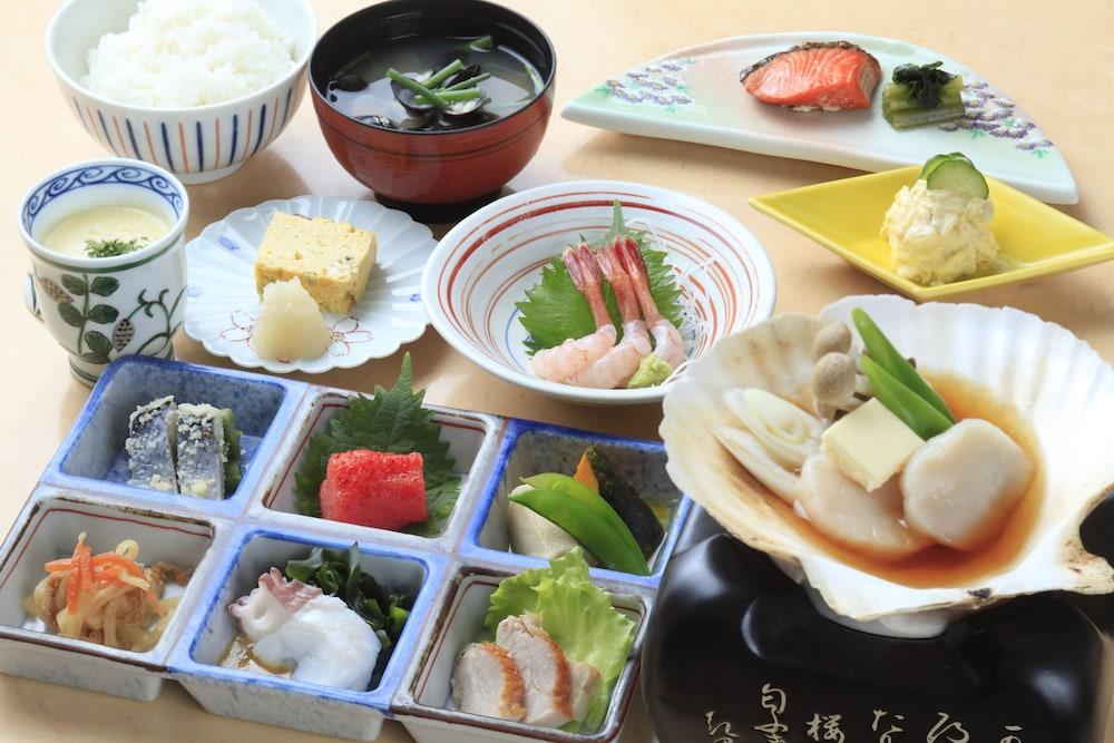료테이 하나유라 료칸(Ryotei Hanayura Ryokan) Hotel Image 24 - Food and Drink