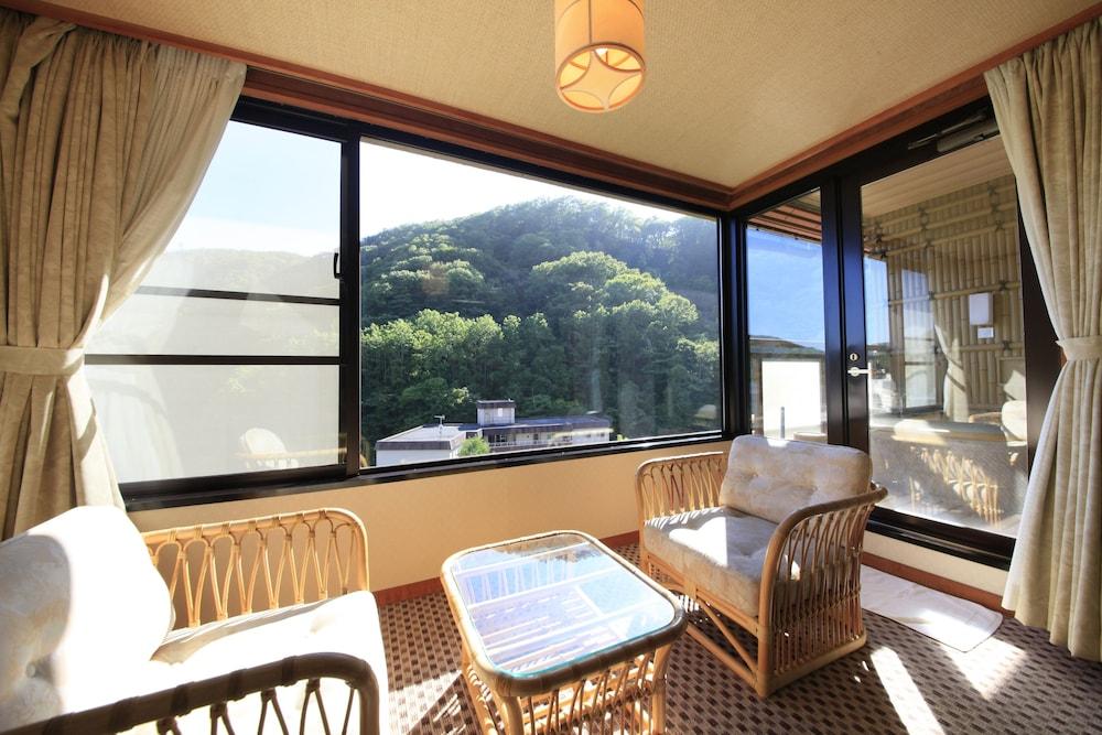 료테이 하나유라 료칸(Ryotei Hanayura Ryokan) Hotel Image 7 - Living Area