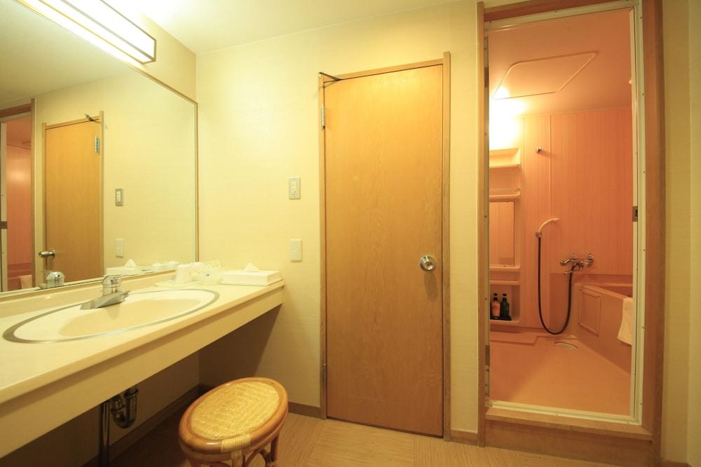 료테이 하나유라 료칸(Ryotei Hanayura Ryokan) Hotel Image 10 - Bathroom