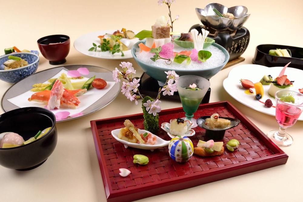 료테이 하나유라 료칸(Ryotei Hanayura Ryokan) Hotel Image 29 - Food and Drink