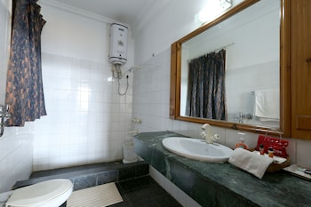 Hotel Chail Residency - Bathroom  - #0