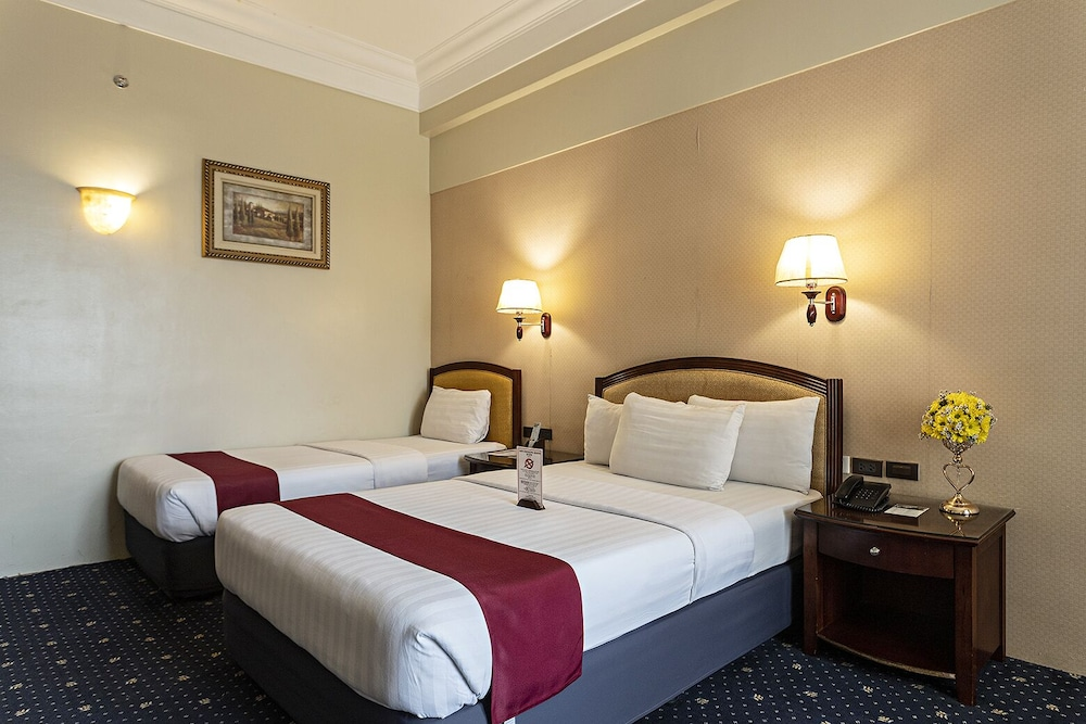Hotel Sarrosa International Hotel and Residential Suites