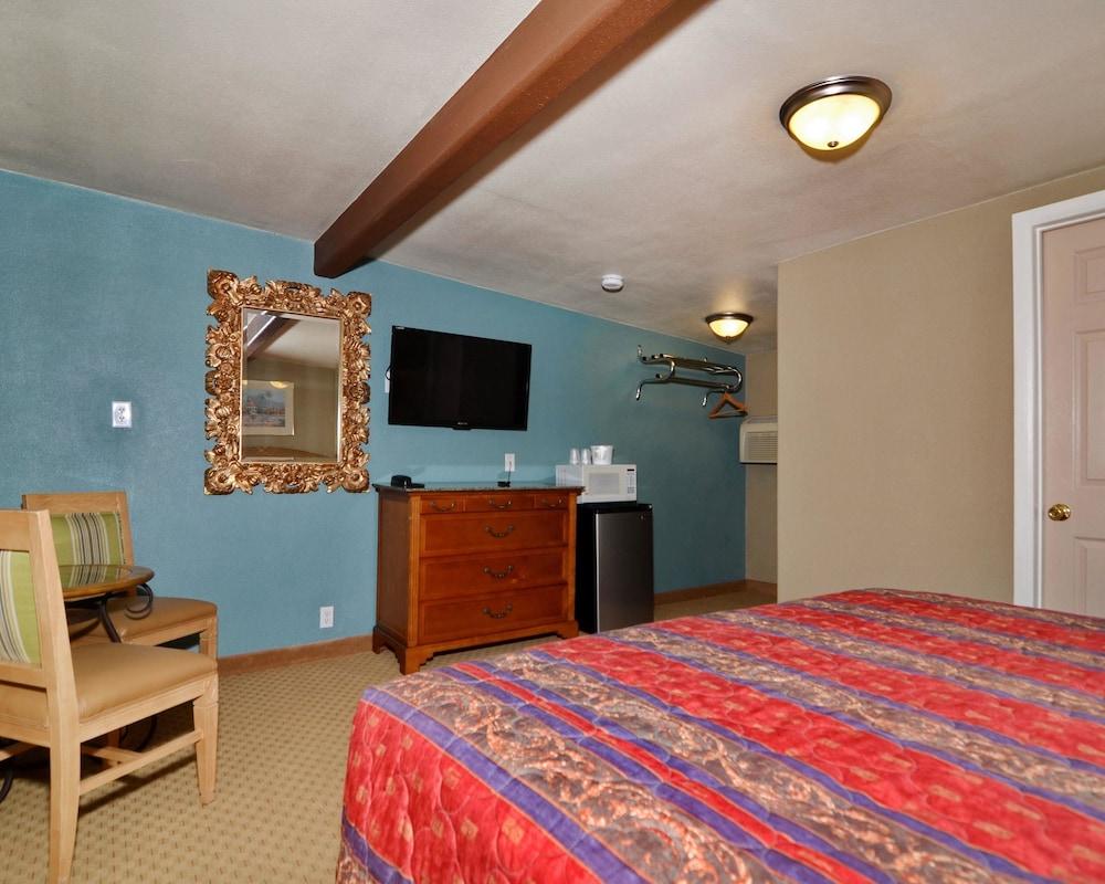 로드웨이 인 & 스위트(Rodeway Inn & Suites) Hotel Image 0 -