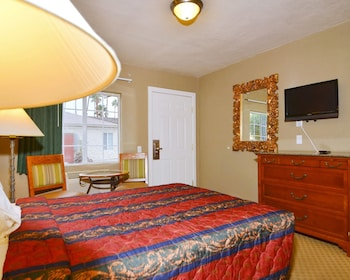 Palm Springs Vacations - Rodeway Inn & Suites - Property Image 7