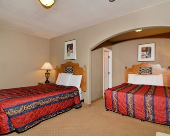 Palm Springs Vacations - Rodeway Inn & Suites - Property Image 11