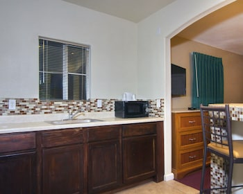 Palm Springs Vacations - Rodeway Inn & Suites - Property Image 2