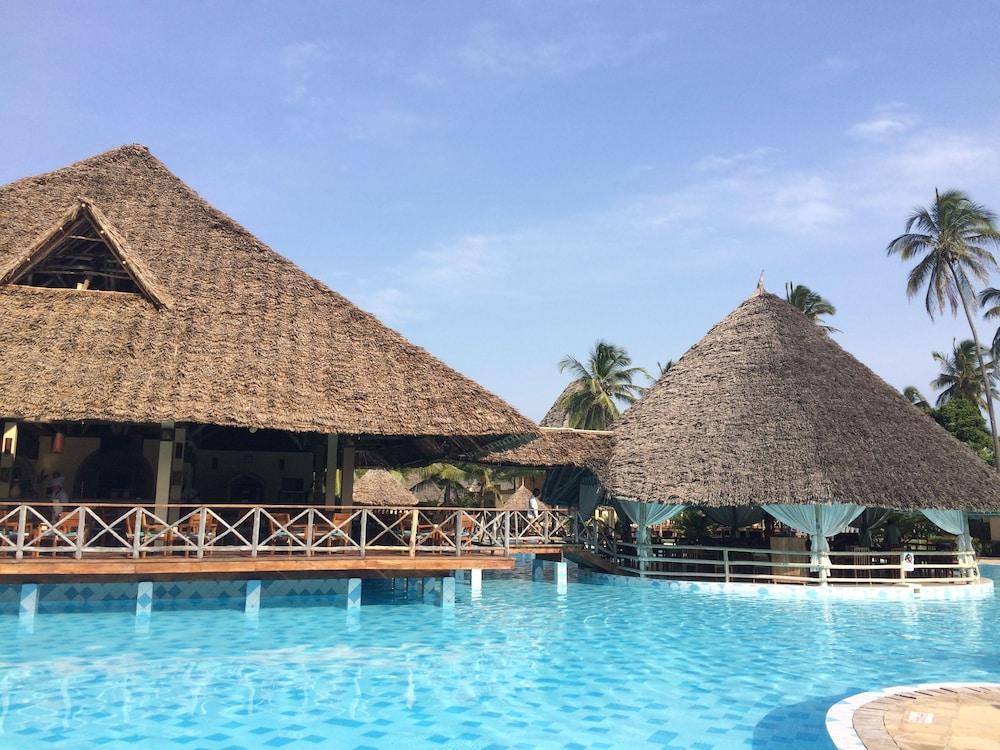 넵튠 프와니 비치 리조트 & 스파 - 올 인클루시브(Neptune Pwani Beach Resort & Spa - All Inclusive) Hotel Image 18 - Outdoor Pool