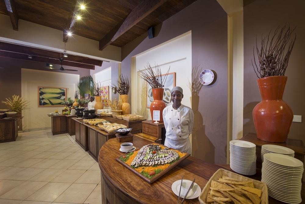 넵튠 프와니 비치 리조트 & 스파 - 올 인클루시브(Neptune Pwani Beach Resort & Spa - All Inclusive) Hotel Image 32 - Buffet