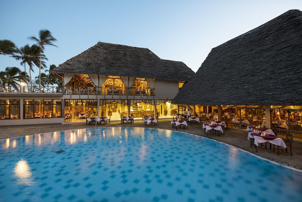 넵튠 프와니 비치 리조트 & 스파 - 올 인클루시브(Neptune Pwani Beach Resort & Spa - All Inclusive) Hotel Image 30 - Restaurant