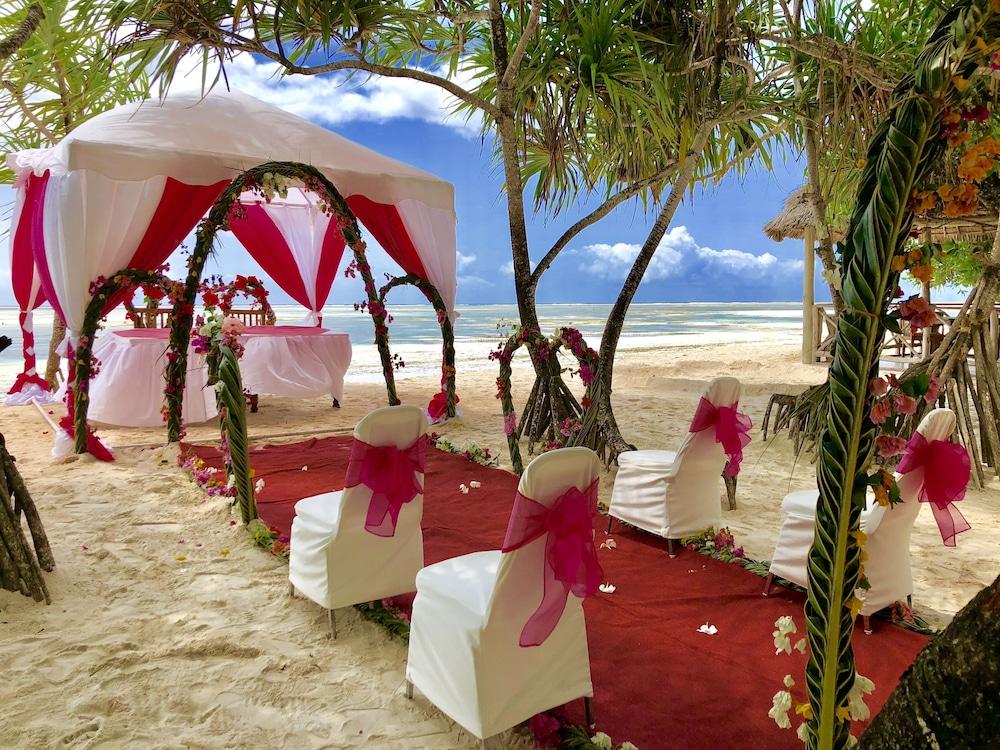 넵튠 프와니 비치 리조트 & 스파 - 올 인클루시브(Neptune Pwani Beach Resort & Spa - All Inclusive) Hotel Image 1 - View from Hotel
