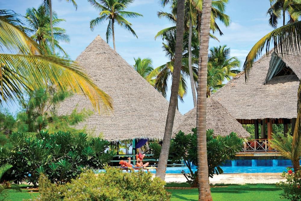넵튠 프와니 비치 리조트 & 스파 - 올 인클루시브(Neptune Pwani Beach Resort & Spa - All Inclusive) Hotel Image 19 - Outdoor Pool