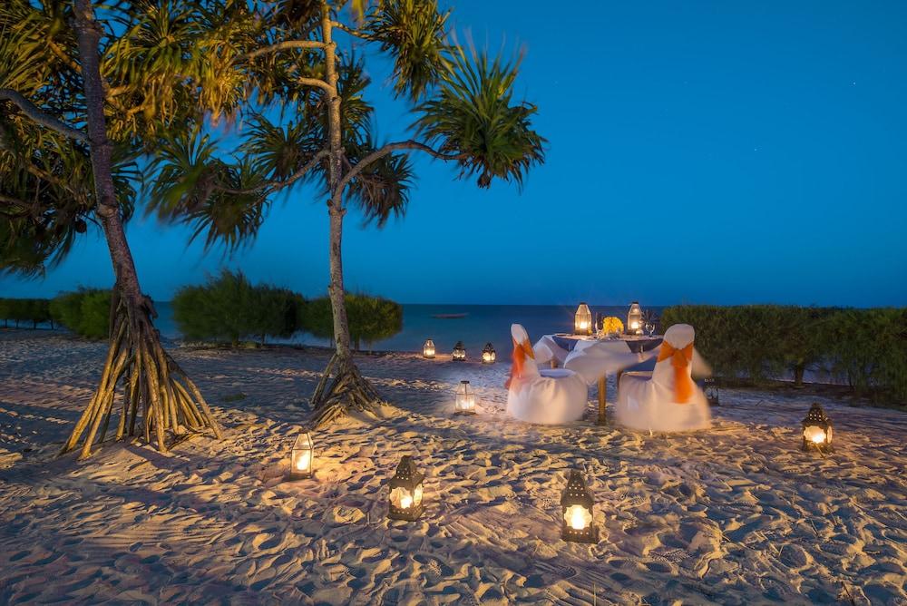 넵튠 프와니 비치 리조트 & 스파 - 올 인클루시브(Neptune Pwani Beach Resort & Spa - All Inclusive) Hotel Image 70 - Outdoor Dining