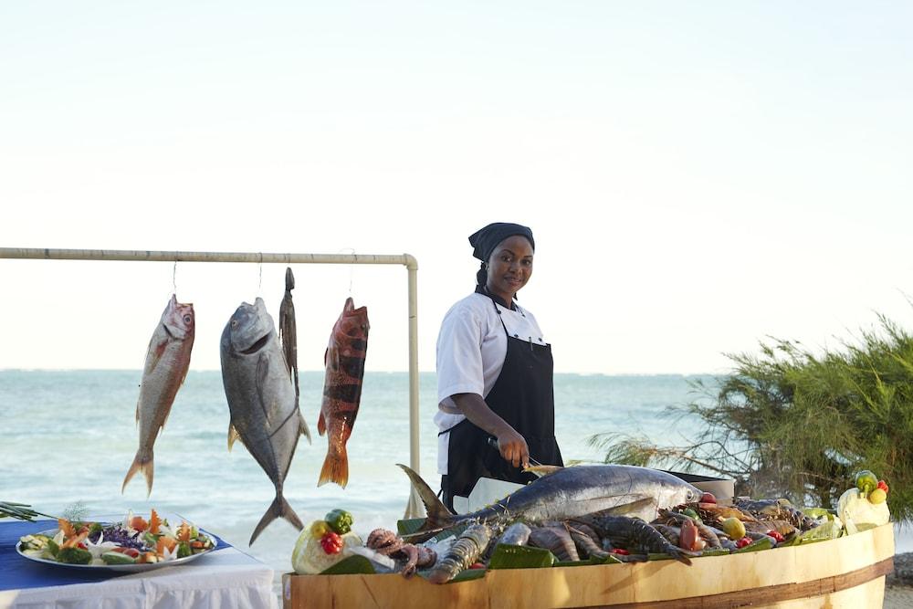 넵튠 프와니 비치 리조트 & 스파 - 올 인클루시브(Neptune Pwani Beach Resort & Spa - All Inclusive) Hotel Image 36 - Food and Drink