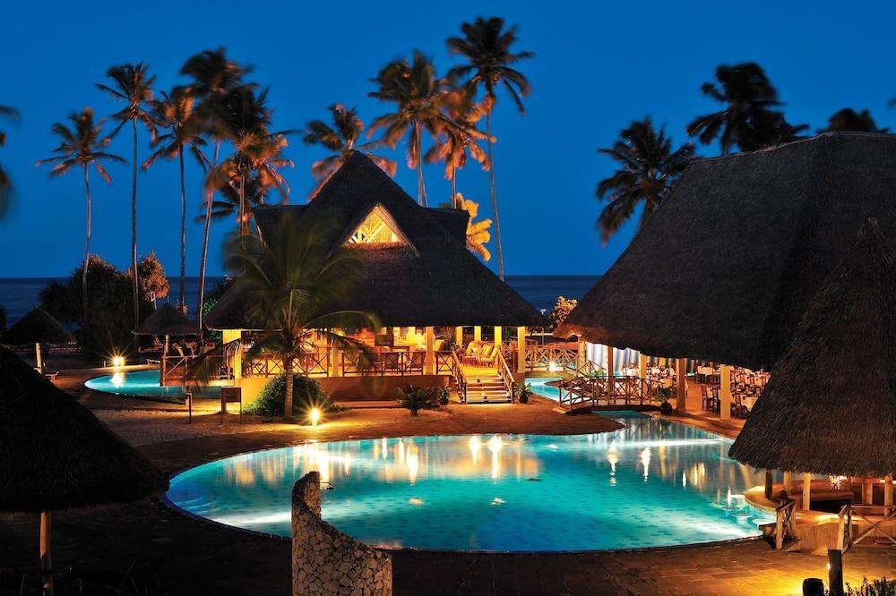 넵튠 프와니 비치 리조트 & 스파 - 올 인클루시브(Neptune Pwani Beach Resort & Spa - All Inclusive) Hotel Image 37 - Poolside Bar
