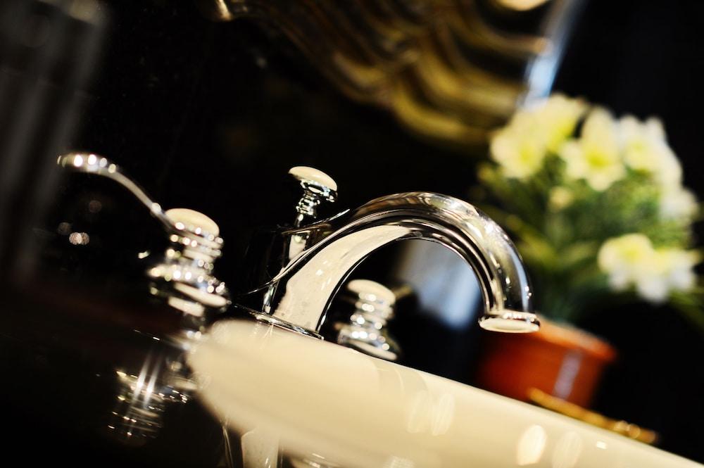 블레스 레지던스(Bless Residence) Hotel Image 36 - Bathroom Sink