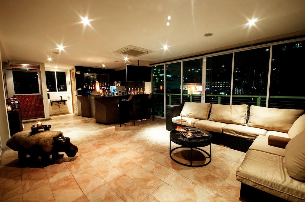 블레스 레지던스(Bless Residence) Hotel Image 48 - Poolside Bar