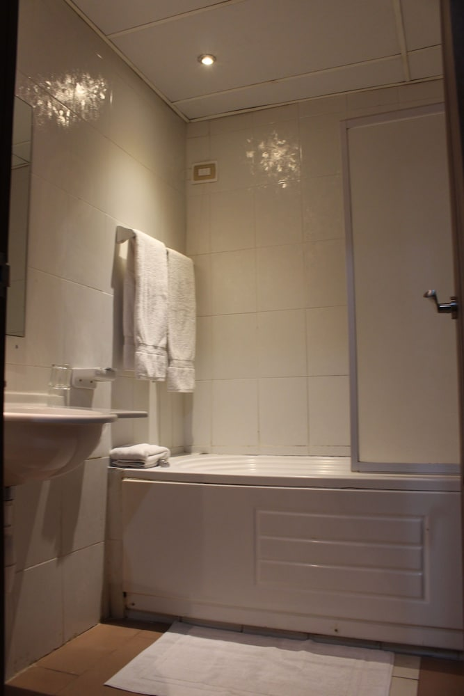 호텔 프랑코(Hotel Franco) Hotel Thumbnail Image 64 - Bathroom