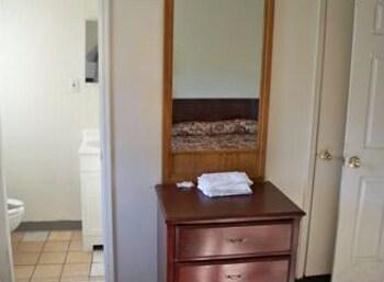 오프쇼어 모텔(Offshore Motel) Hotel Image 8 - Bathroom