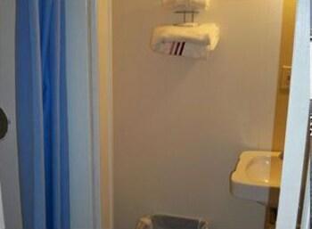 오프쇼어 모텔(Offshore Motel) Hotel Image 18 - Bathroom