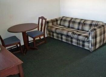 오프쇼어 모텔(Offshore Motel) Hotel Image 5 - Living Area