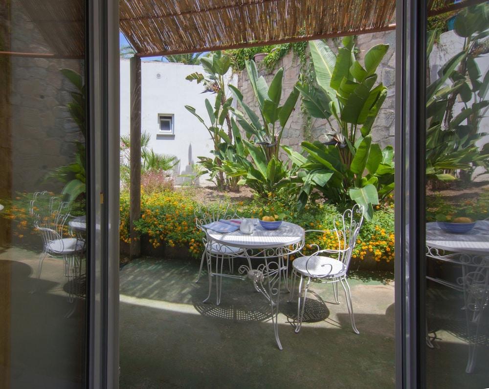 세미라미스 호텔 드 샤름(Semiramis Hotel De Charme) Hotel Image 18 - Terrace/Patio