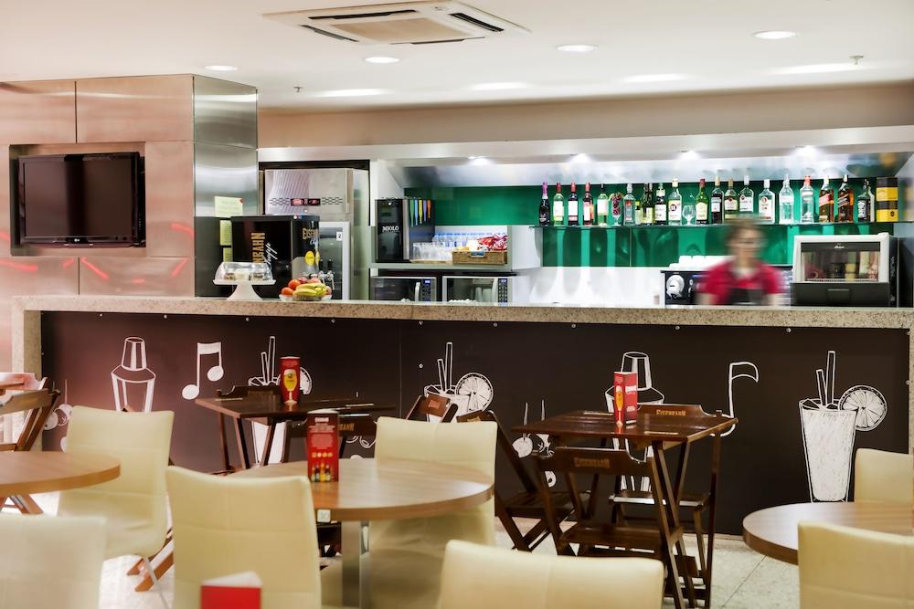 이비스 큐리티바 쇼핑(Ibis Curitiba Shopping) Hotel Image 1 - Lobby