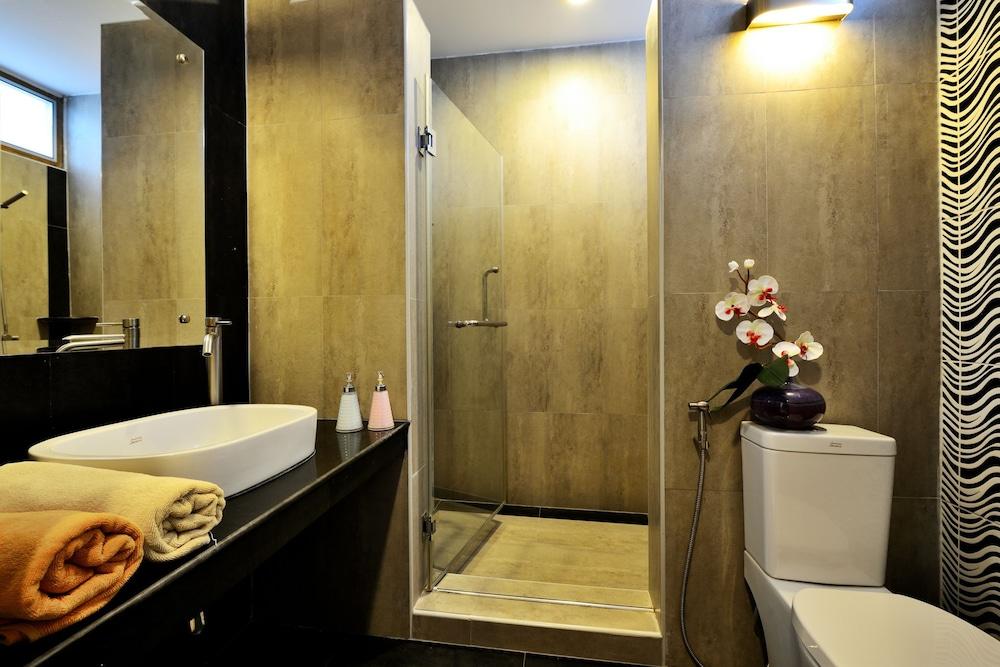 몬탈레이 비치 리조트 코 타오(Montalay Beach Resort Koh Tao) Hotel Image 30 - Bathroom
