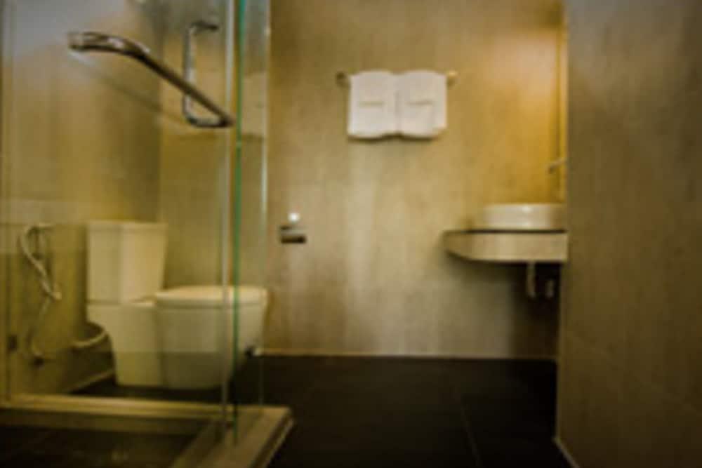 몬탈레이 비치 리조트 코 타오(Montalay Beach Resort Koh Tao) Hotel Image 29 - Bathroom