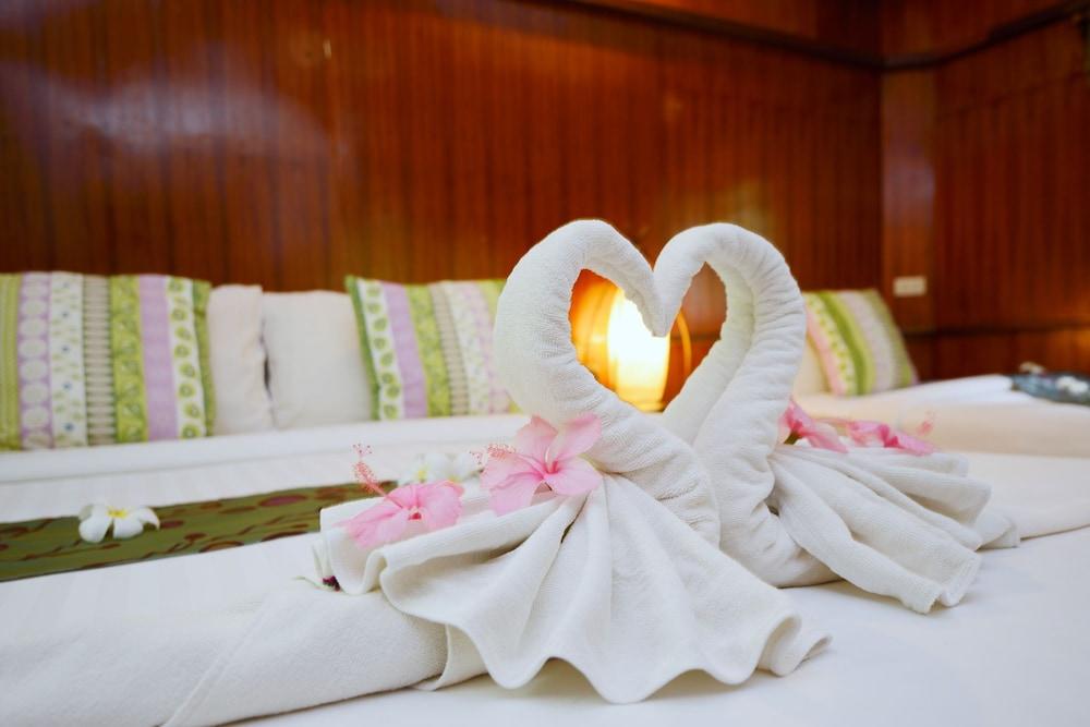 몬탈레이 비치 리조트 코 타오(Montalay Beach Resort Koh Tao) Hotel Image 13 - Guestroom