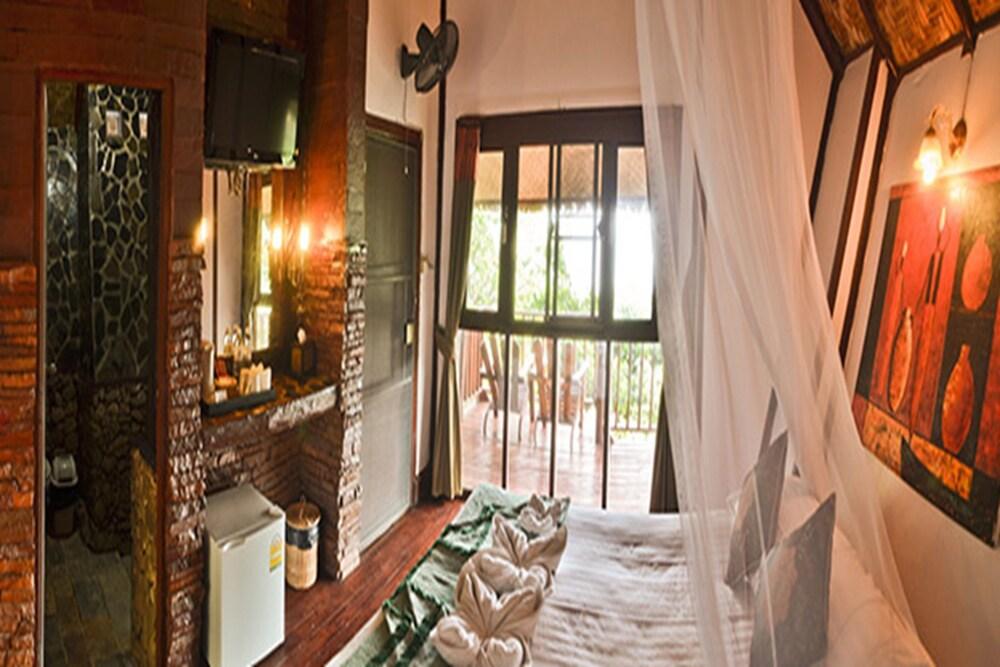 몬탈레이 비치 리조트 코 타오(Montalay Beach Resort Koh Tao) Hotel Image 6 - Guestroom