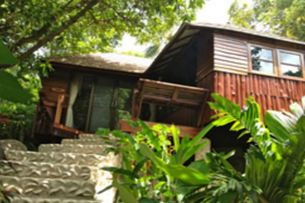 몬탈레이 비치 리조트 코 타오(Montalay Beach Resort Koh Tao) Hotel Image 22 - Guestroom View