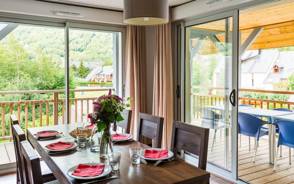 레지당스 라그랑주 바캉스 르 클로 생 일레르(Résidence Lagrange Vacances Le Clos Saint Hilaire) Hotel Image 6 - Living Area