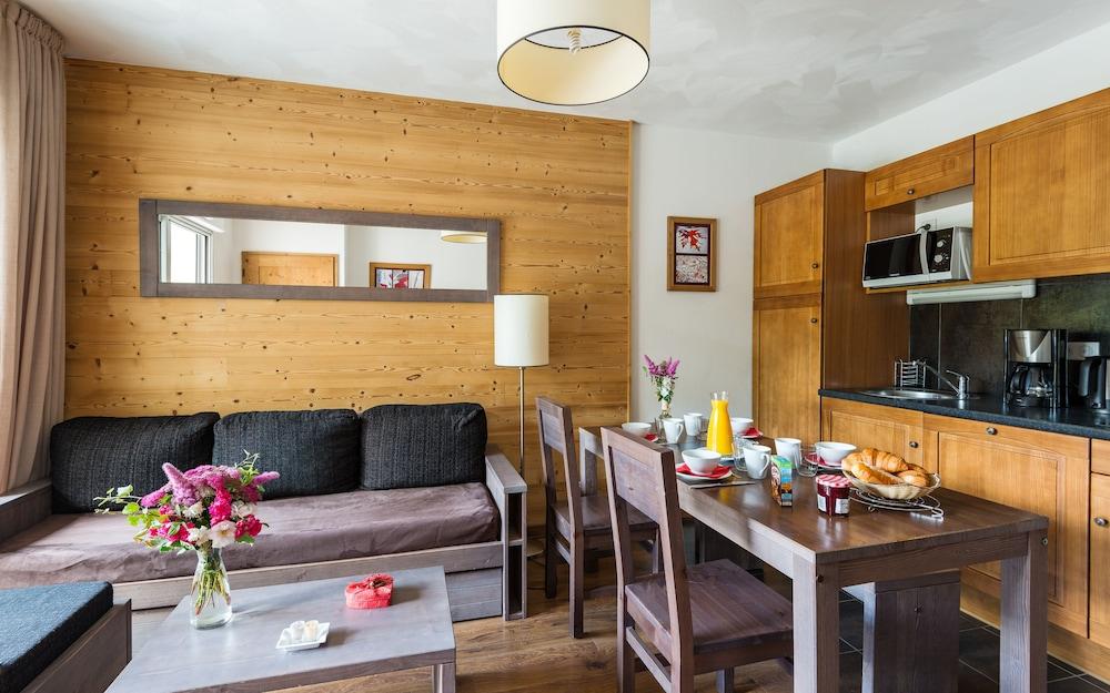 레지당스 라그랑주 바캉스 르 클로 생 일레르(Résidence Lagrange Vacances Le Clos Saint Hilaire) Hotel Image 7 - Living Area