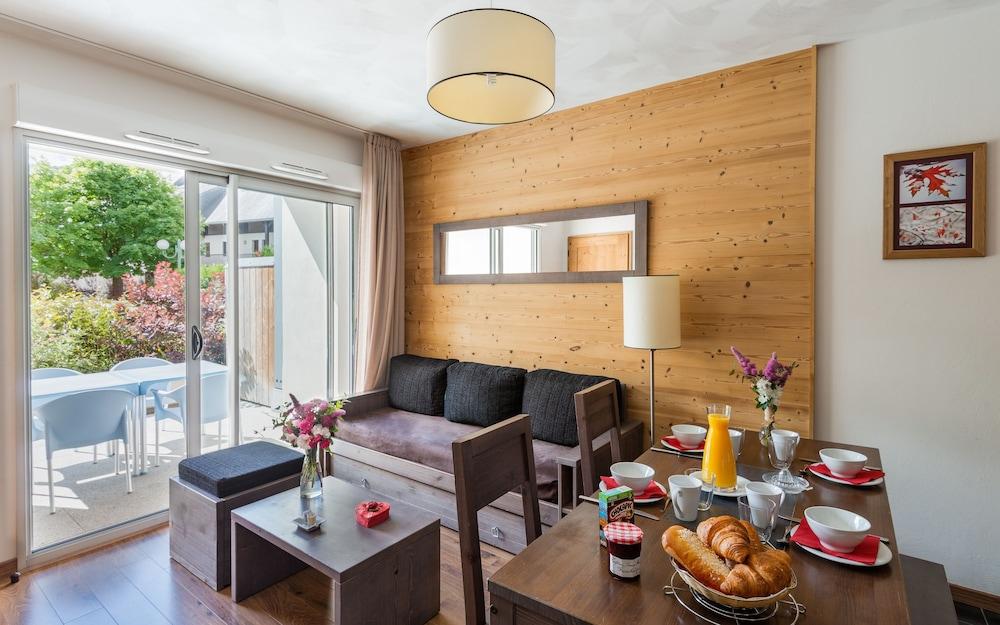 레지당스 라그랑주 바캉스 르 클로 생 일레르(Résidence Lagrange Vacances Le Clos Saint Hilaire) Hotel Image 5 - Living Area