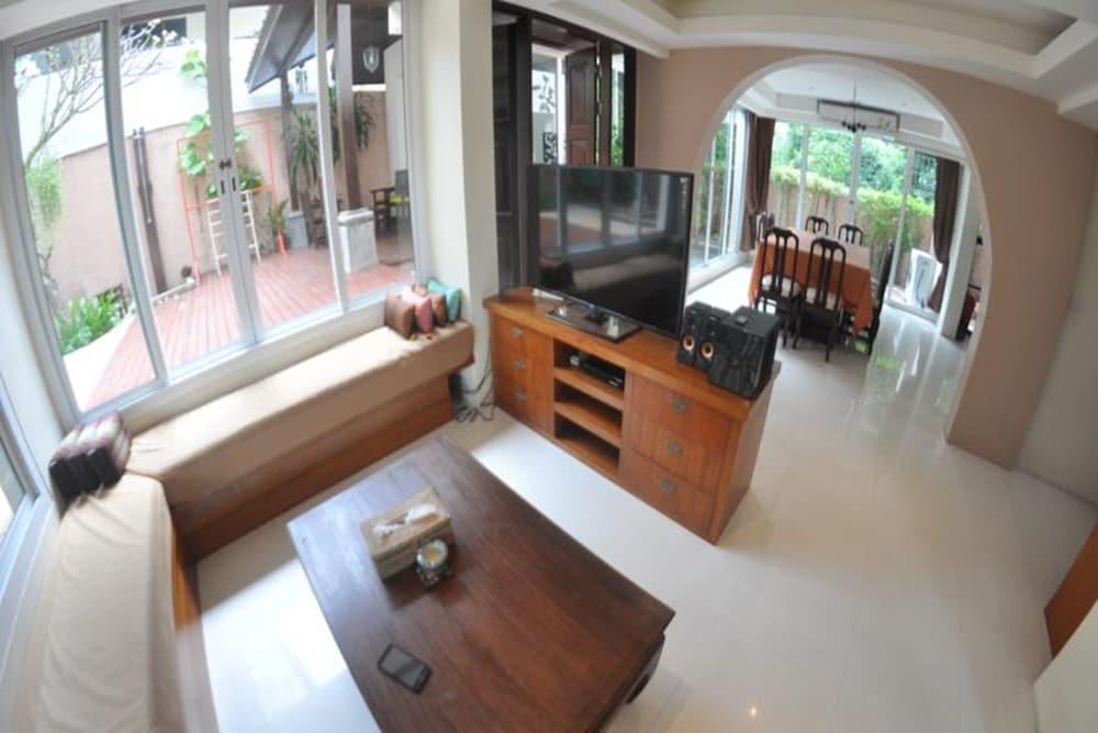 반 카오 후아 주크(Baan Kao Hua Jook) Hotel Image 13 - Living Area