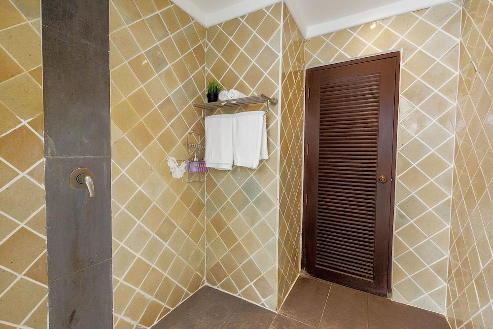 반 카오 후아 주크(Baan Kao Hua Jook) Hotel Image 28 - Bathroom