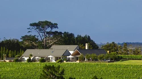 Takatu Lodge and Vineyard, Rodney