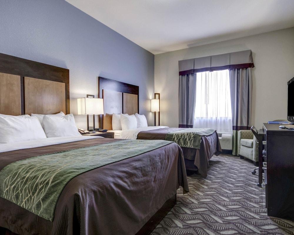 컴포트 인 & 스위트  I-10 에어포트(Comfort Inn & Suites I-10 Airport) Hotel Image 0 - Featured Image