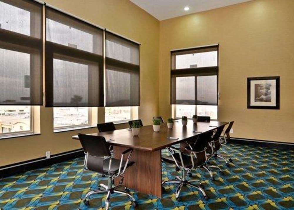 컴포트 인 & 스위트  I-10 에어포트(Comfort Inn & Suites I-10 Airport) Hotel Image 41 - Meeting Facility