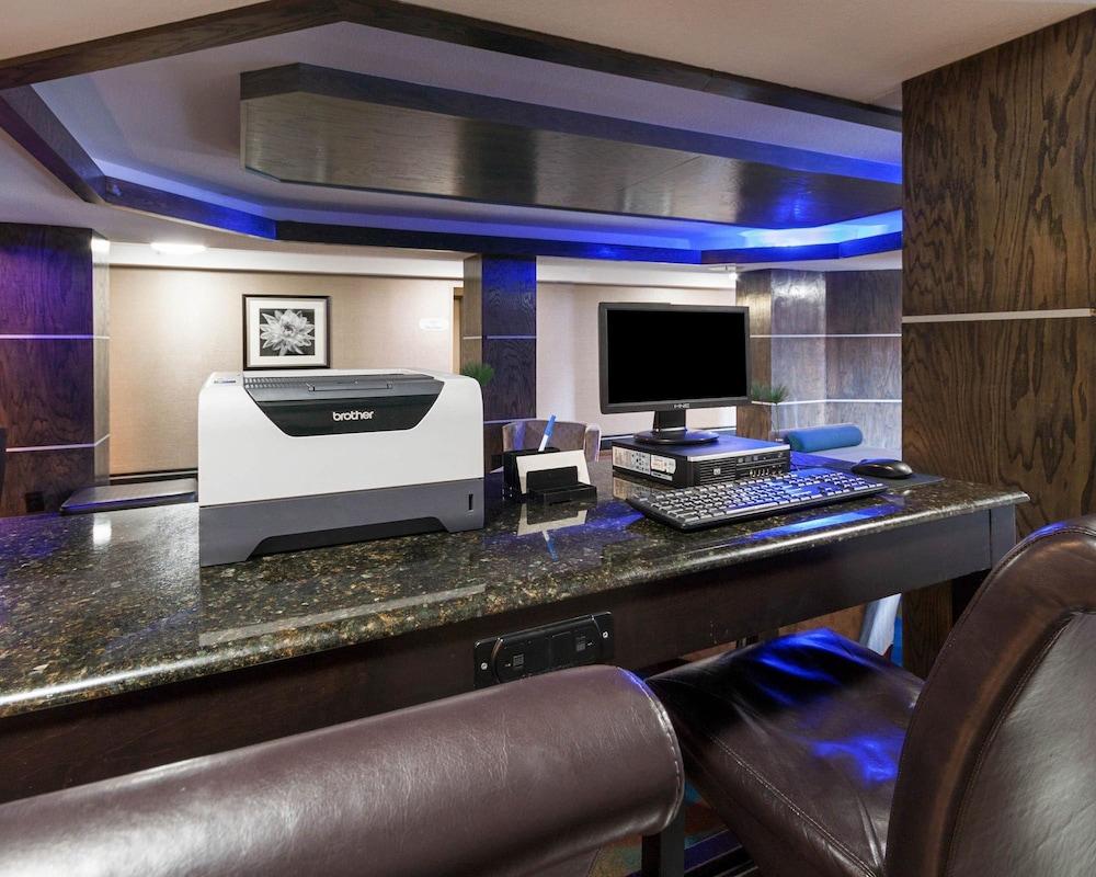 컴포트 인 & 스위트  I-10 에어포트(Comfort Inn & Suites I-10 Airport) Hotel Image 43 - Business Center